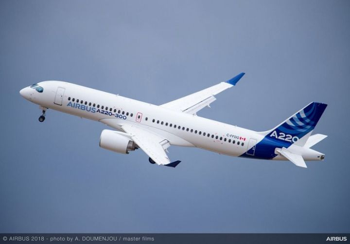 FIA-2018-A220-300-flying-display-day-02-015