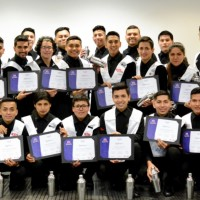 Programa Learning for Life gradúa a 28 jóvenes como bartenders